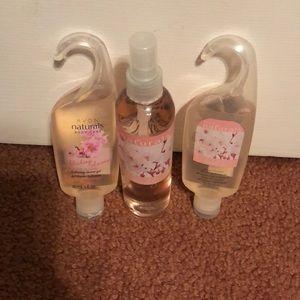Avon Naturals, Shower Gels & Spray